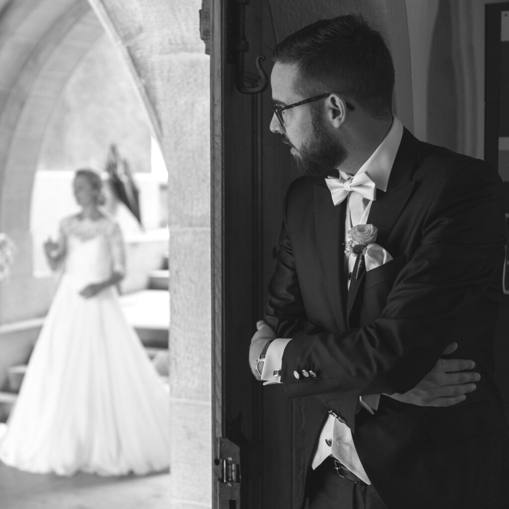 Posed photos are just one style of wedding photography.